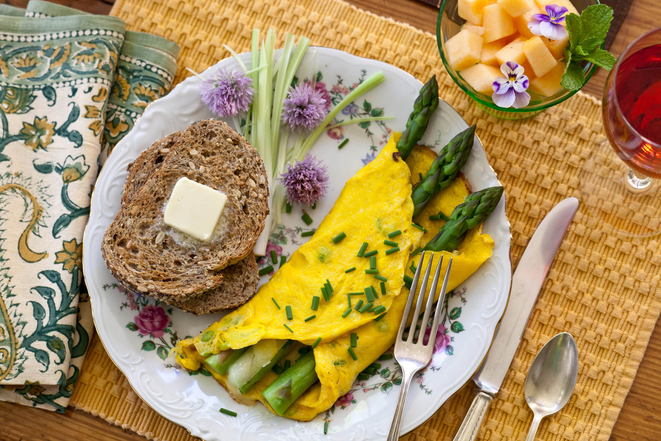asparagus omelette and toast