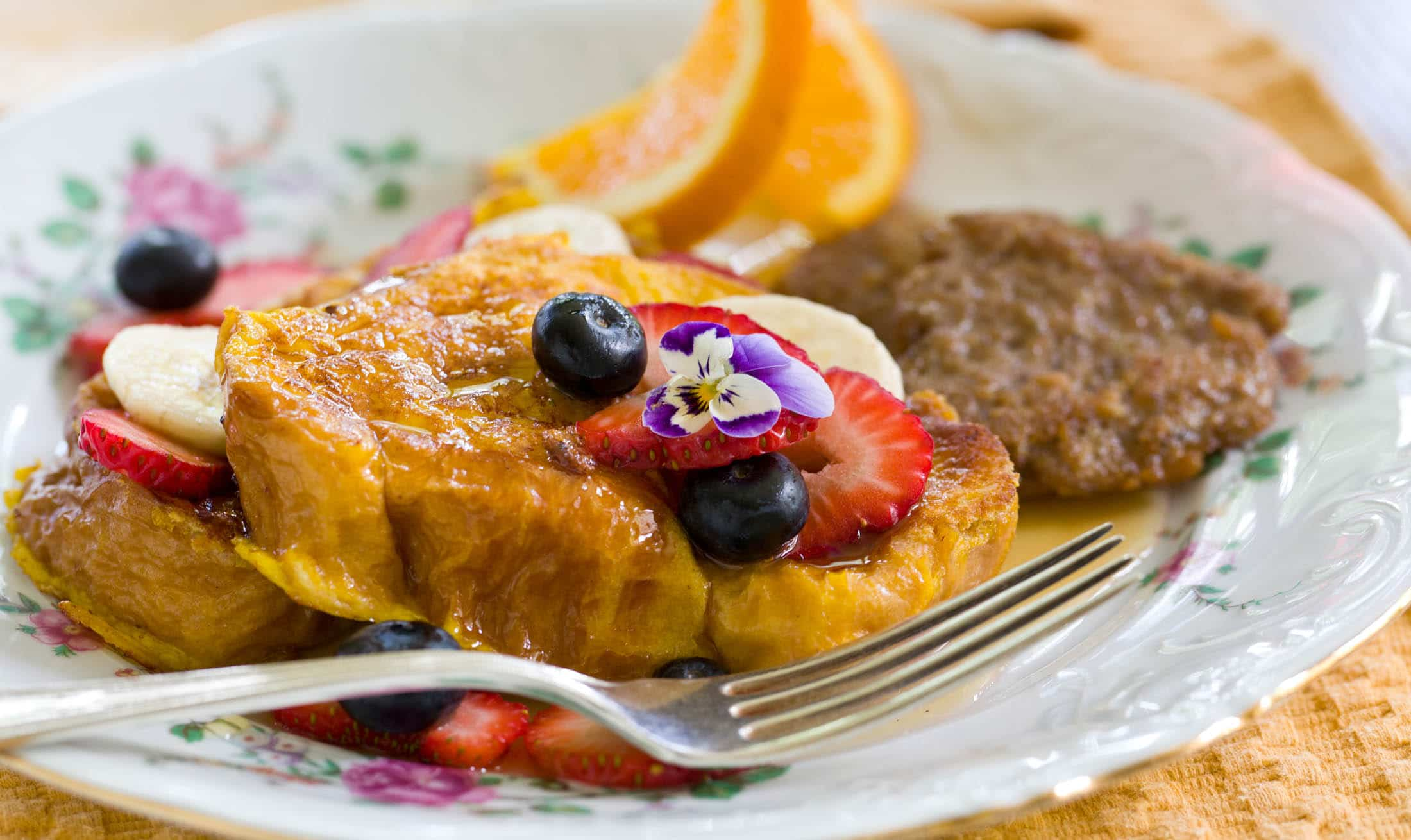french toast and berries